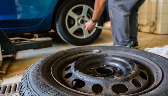 The Easy Way To Let Air Out Of Your Car Tires Carused Jp Blog